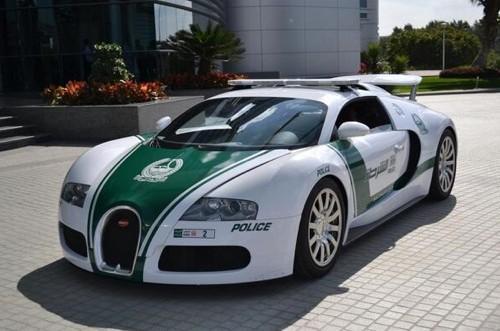 迪拜警队新添置的布加迪威航
