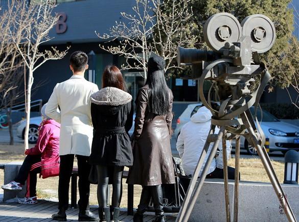 美女 北京电影学院/2014艺考:北电表演系初试现场俊男美女齐亮相