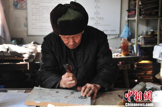 杨家埠木版年画大师耄耋之年担忧传承(图)