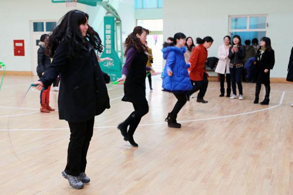烟台一中举行跳绳比赛 喜迎三八妇女节