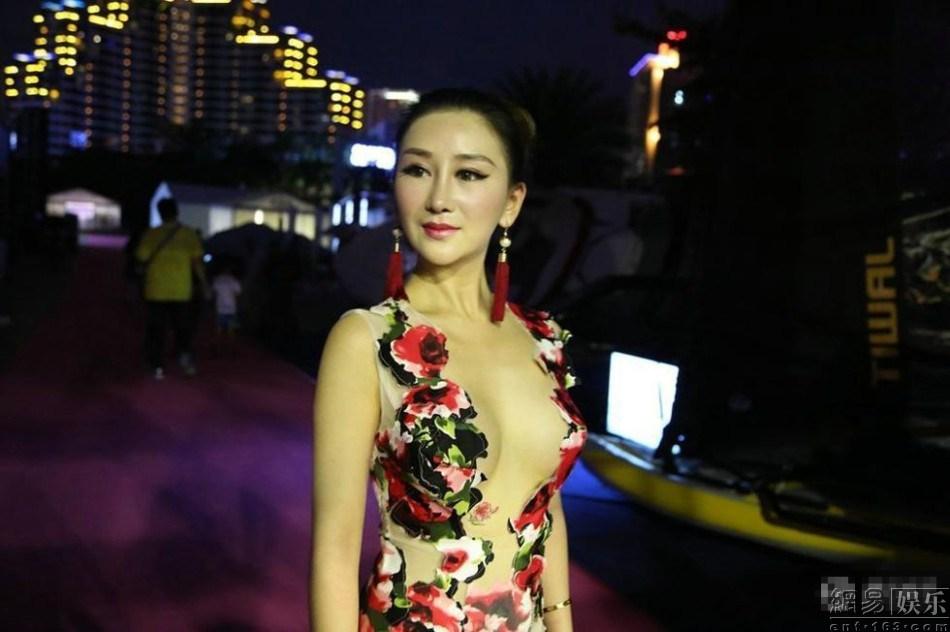 海天盛筵最大尺度嫩模豪乳裸腿组图 娱乐新闻