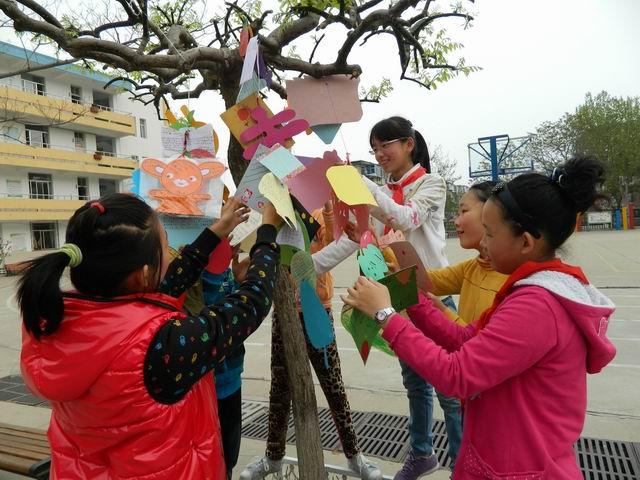...读书日.围绕读书这一主题葡萄山小学各班级在学校的倡导下...