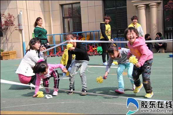 户外游戏; 幼儿园中班区角图片;