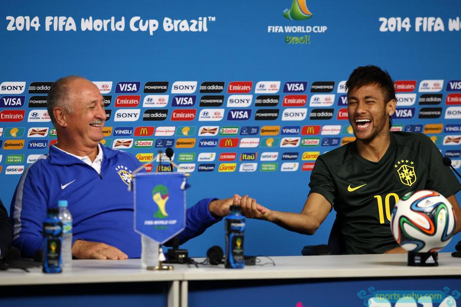 高清图:巴西队赛前发布会