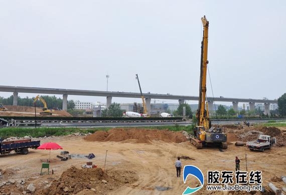 荣乌高速公路莱山互通立交正在火热施工