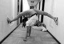 倒立一字马女神实为体操队员 刚获世界冠军(图)