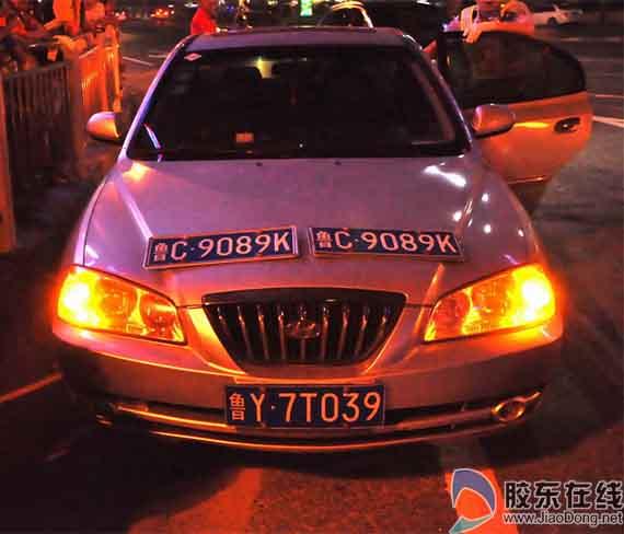 交警查获使用其他车辆号牌轿车现场高清图片