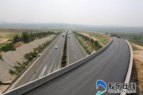 新机场连接线路面工程收尾