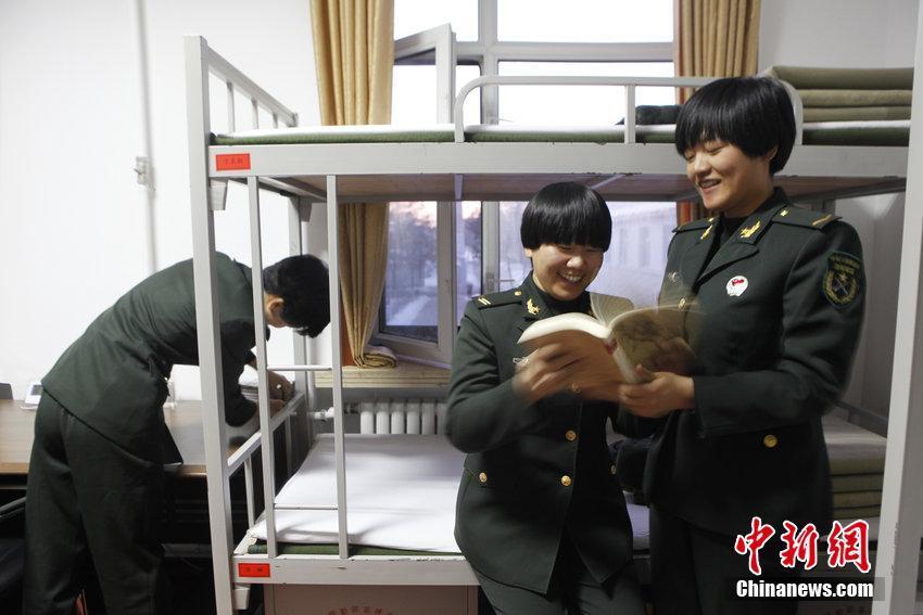 """实拍""""90""""后边防女兵的军营生活"""