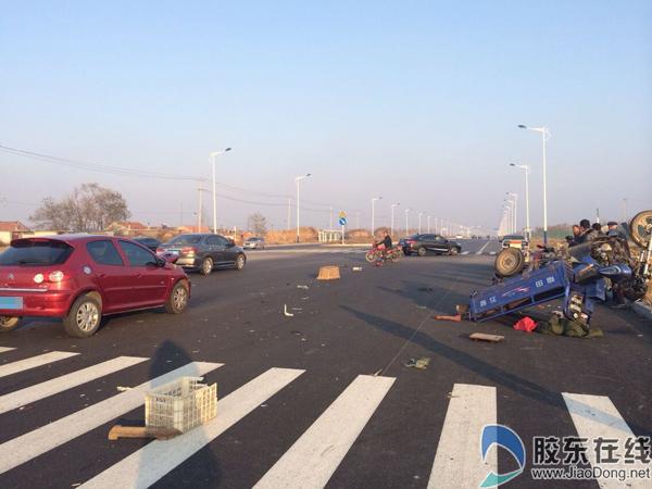 三轮车被撞瞬间遭神秘转移_龙口发生交通事故 三轮车被撞\