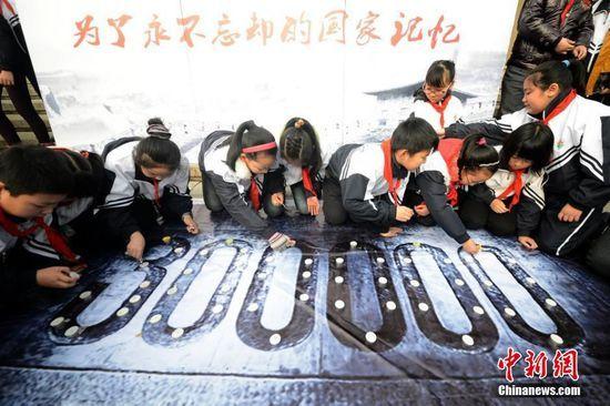 苏州小学生祭奠南京大屠杀遇难者(高中)强组图图片