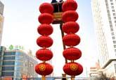 高清图:新年将至 南大街上大红灯笼高高挂