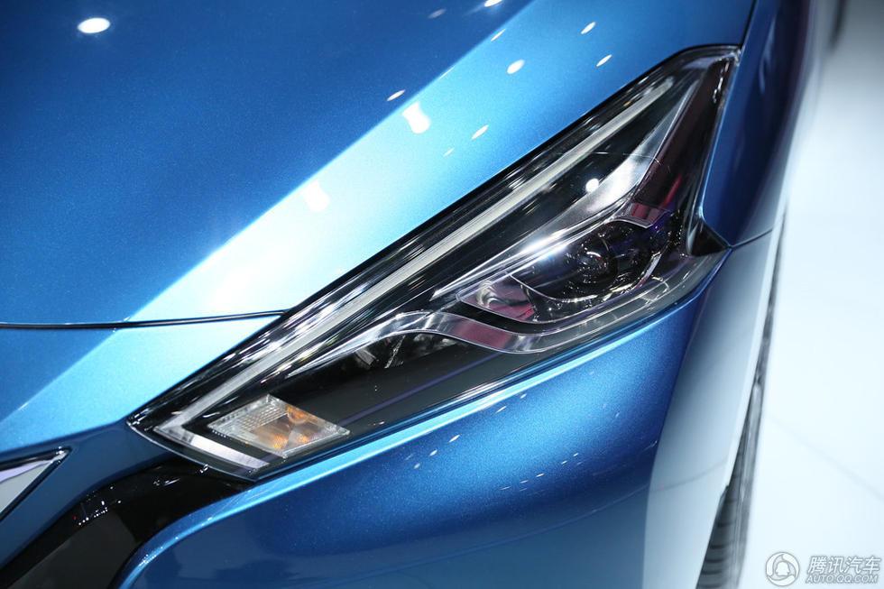 大灯造型很犀利,棱角分明,内部加入的透镜结构加之LED日行灯使得车头部分很精致。