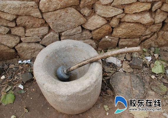 地下医院当年用于磨药的石臼
