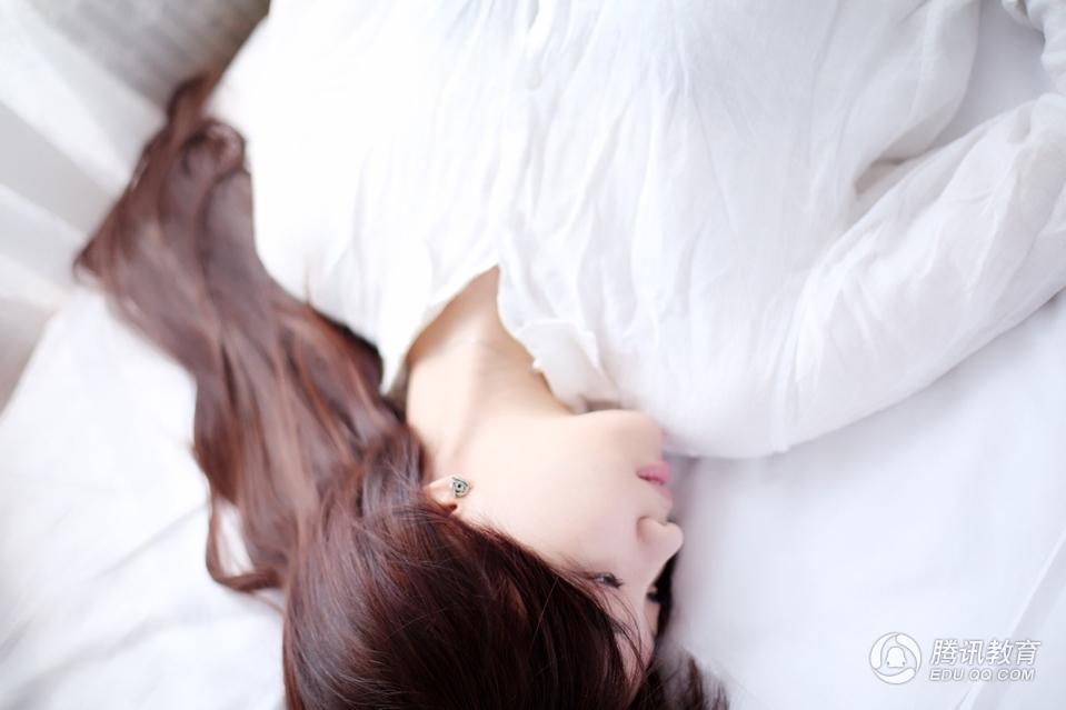 组图:留学英国女生林秋莹娇小可爱 似林依晨