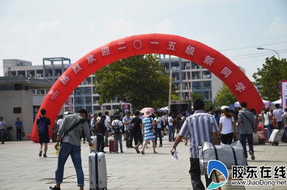 烟台大学土木工程学院辅导员王加男告诉记者