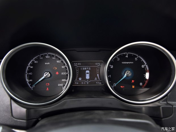 12月上市/配1.5T动力 众泰SR7实车到店