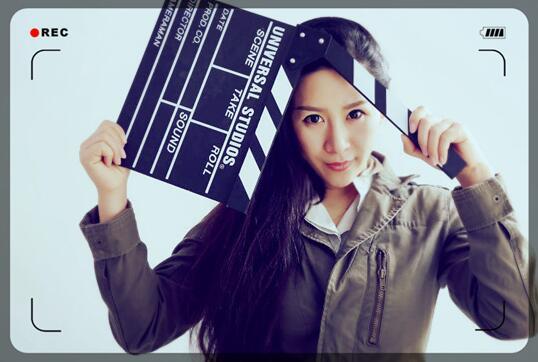 这部剧以艺为媒,情为骨,红色文化扎根在民间。通过民俗艺术发展带动经济脉搏的跳动,让百姓沉浸在欢快幸福的舞动中,达成文化与经济双发展,互驱动的目标。让海阳大秧歌的盛景重现凤城,将是电视剧《大秧歌》为一方百姓带来的大好福利。这是2015年11月25日热播剧《大秧歌》在烟台举行的电视剧图书座谈会上,陈依玟作为烟台市文艺评论家协会理事代表对该剧进行的评述,同时这也是她人生的又一次对全新专业领域的实践探索之旅。   因为母亲孙淑卿职业的关系,陈依玟幼年长在极具艺术氛围的京剧团中,还在襁褓中便随剧团的马车队伍