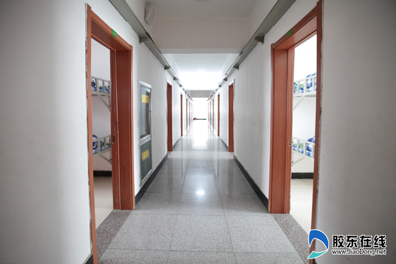 烟台东方外国语实验学校宿舍走廊干净明亮