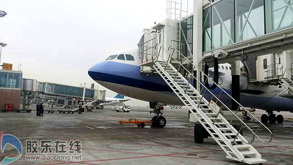 桥成功靠接华航CI547航班