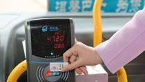 青岛77条公交线今起试点一小时免费换乘