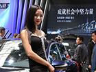 2016年烟台春季车展现场:靓丽车模前人扎堆(图)