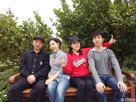 淫妹综合_胶东在线 新闻中心 综合新闻 娱乐新闻    照片中,有刘晓庆,以及