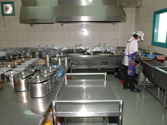 """上海一幼儿园被疑""""毒厨房"""""""
