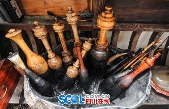 """书法家练出""""洪荒之力"""":36斤棉纱当毛笔"""