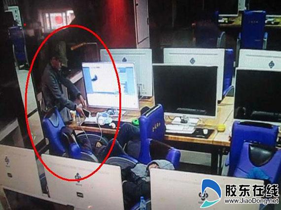 男子网吧睡觉手机被盗 监控记录全过程(图)