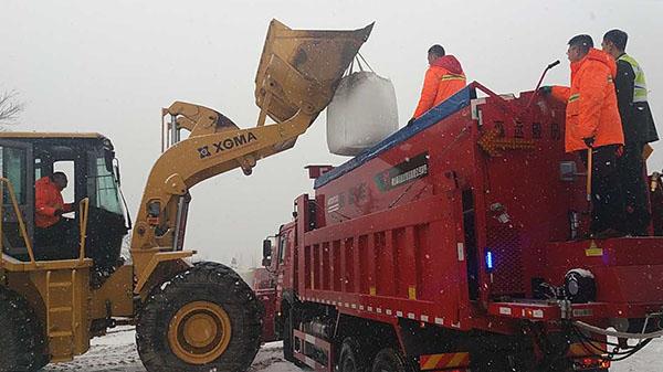 ##:栖霞维护分当地23台除雪机械 用尽竭力保春运