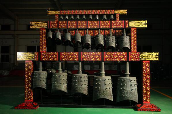 胶东在线北京2月21日讯(特派记者 贾楚航)文化创新传承礼乐文明,键盘编钟奏响中国声音。2月21日,新编钟科技成果新闻发布会在北京国际会议中心举行。由烟台豪特乐器有限公司联合武汉音乐学院、湖北省博物馆研制的新编钟震撼亮相,传统编钟以耳目一新的当代形象,令人振奋地奏响中国声音!