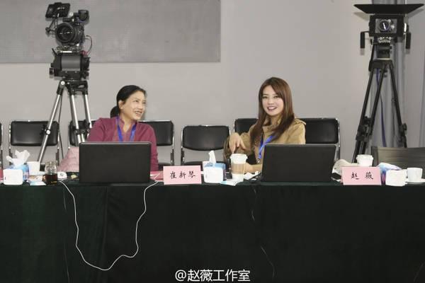 赵薇担任北京电影学院明星考官 与恩师一同监考图片