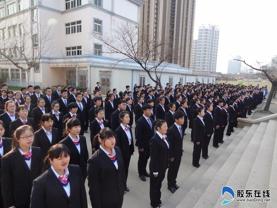 书香校园:烟台工贸技师学院开展室外诵读活动