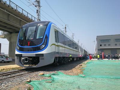 全国最长地铁广州地铁13号线今交付图片