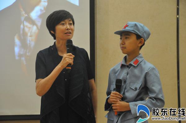 敬一丹与港城市民分享读书经验 点赞烟台广播人