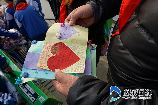 赵楠收到了许多孩子们的新年祝福贺卡600