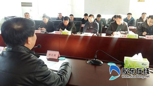孙嗣文(右三)在莱阳市政府见