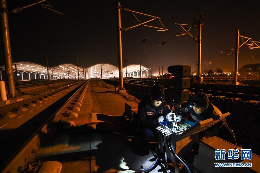 铁路春运守夜人:每天0点到4点工作