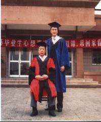 2005年7月王树春与硕士研究生合影