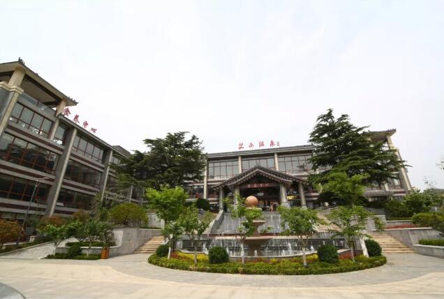 """艾山温泉小镇被确定为""""省级服务业特色小镇"""""""