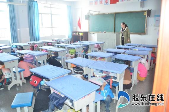 第三实验小学组织防震疏散演练 (3)_副本