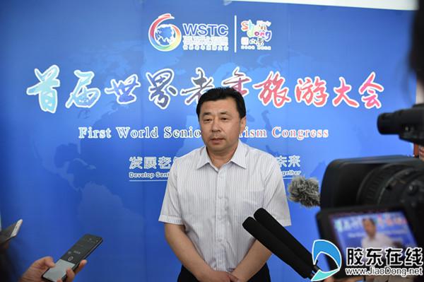 烟台市旅发委副主任张博接受媒体记者采访