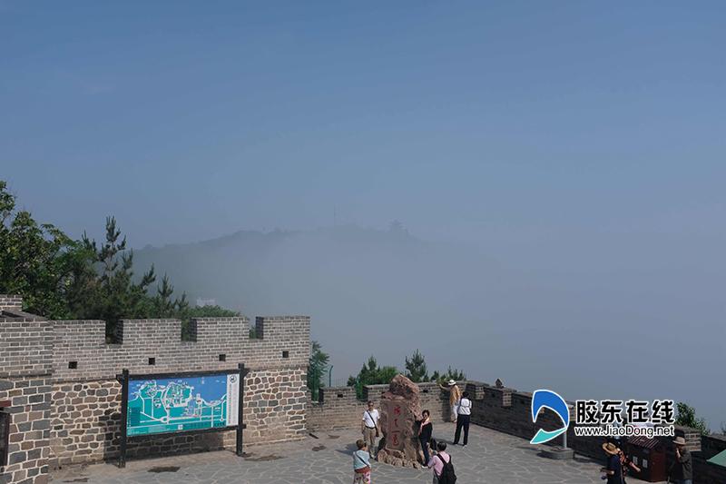(三)游客在蓬莱阁景区内拍照留念