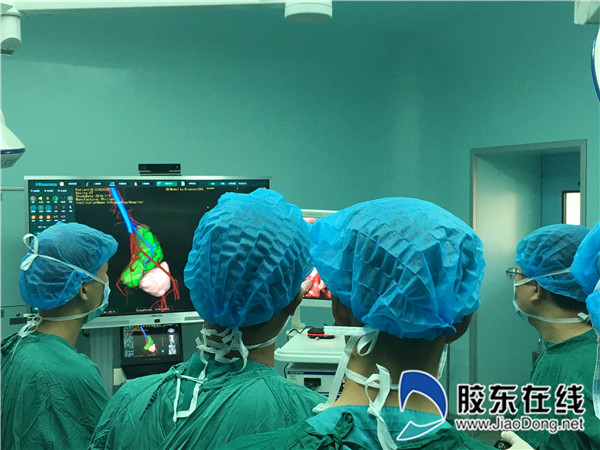 高振利及团队在手术中