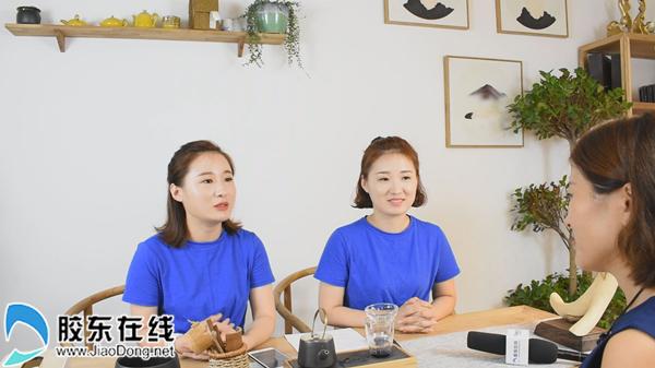 夏玲玲(左一)和夏静静(中)接受记者采访