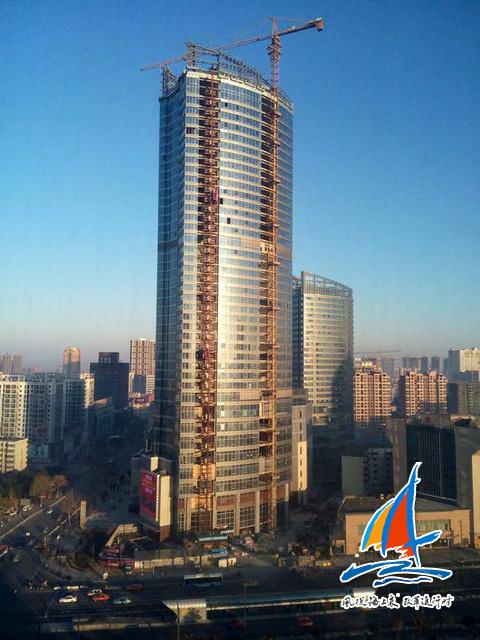陇海饭店和陇海商城拆迁后,新的商业综合体苏宁广场拔地而起。2014年建设中的苏宁广场