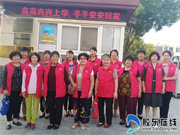 长岛第一实验学校开展聘请校外辅导老传少学活动