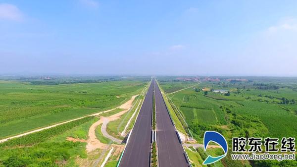 """龙青高速享有""""绿色公路""""的美誉"""
