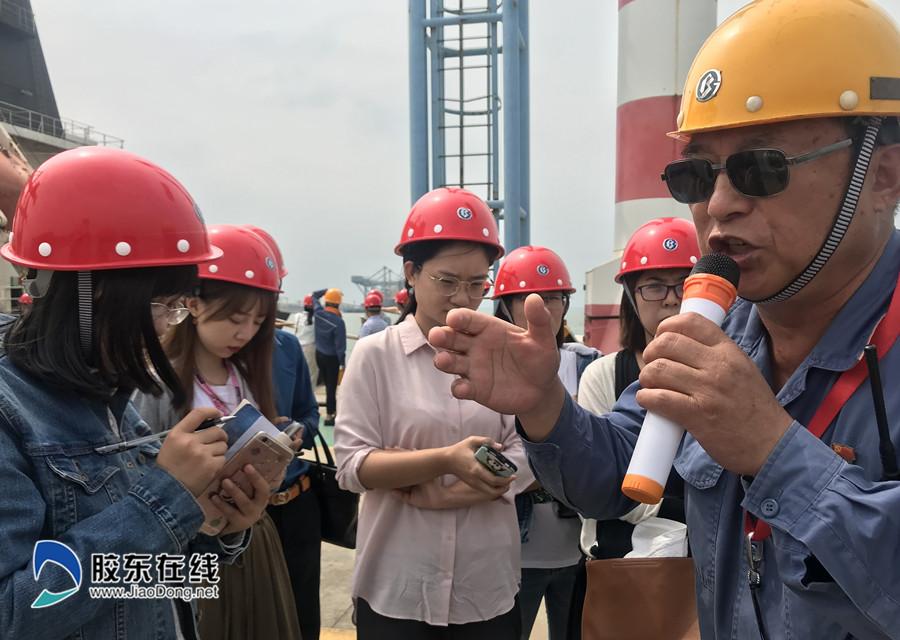 64岁的毛连宝说起湛江钢铁,底气十足-湛江日报社供图_副本